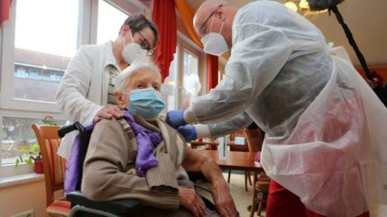 Gjermania nuk pret më, nis vaksinimin anti-Covid përpara BE-së, injektimi i parë bëhet te një grua 101 vjeçe (Video)