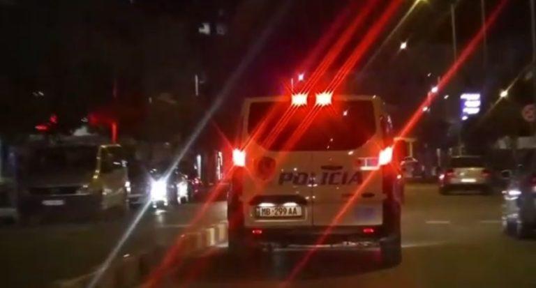 Aksident tek liqeni artificial i Tiranës, dy automjete përplasen me njëra-tjetrën, devijohet trafiku