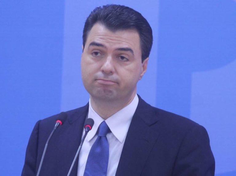 """Kim i """"tërhoqi"""" veshin kreu të PD, demokratët """"shpërthejnë"""" ndaj Bashës: Copë mishi me dy sy, na le në opozitë"""