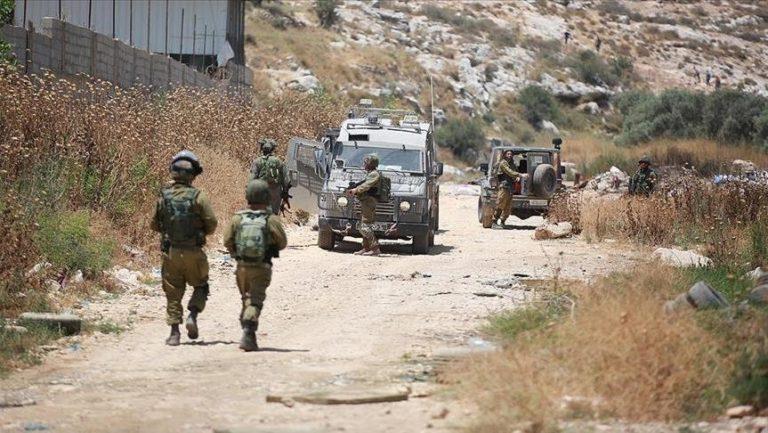 Policia izraelite shtypi një fëmijë në Kuds pse mbante flamurin palestinez