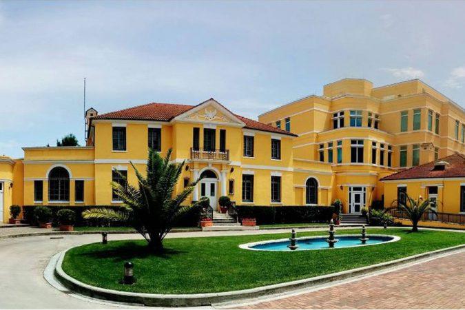 ambasada-amerikane-ne-shqiperi-1-675x450-1.jpg