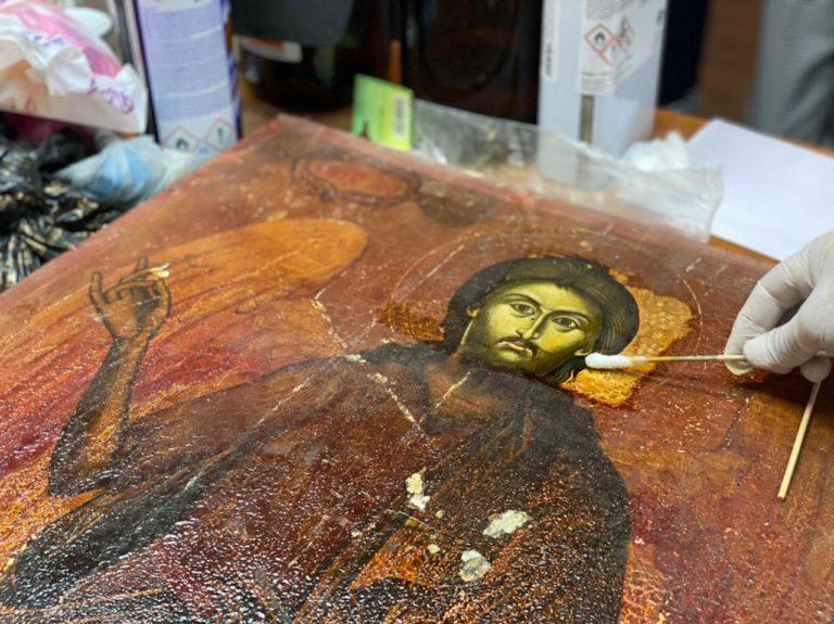 """Berat/ Restaurohet ikona """"Joan Pagëzori në Këmbë"""" e Kostandin Zografit"""