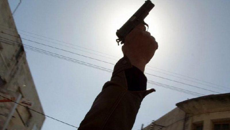 Qëllon me armë në ajër dhe kanos bashkëfshatarin, vihet në pranga 47-vjeçari në Berat