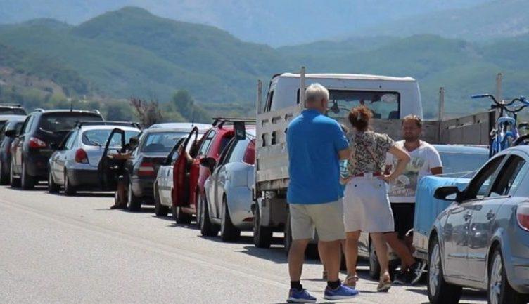 Lajm i mirë nga Greqia/ Më shumë shqiptarë lejohen të kalojnë në kufi
