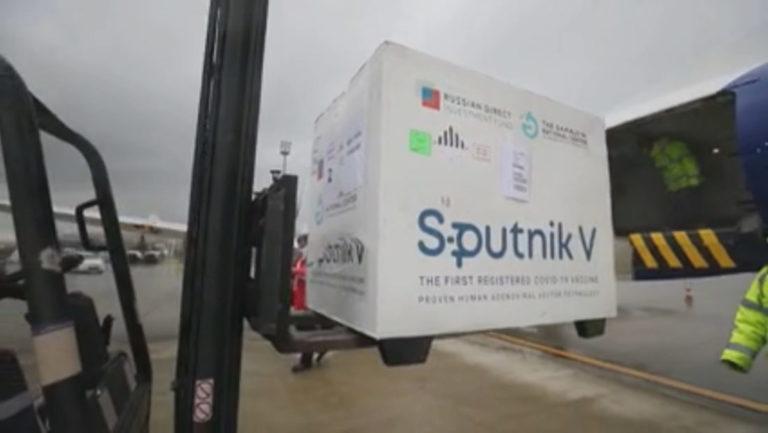 Ulet fasha e vaksinimit/ Mbërrijnë 25 mijë vaksina Sputnik