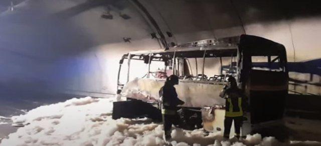 Ndodh mrekullia në Itali: Autobuzi merr flakë brenda në tunel, shoferi shpëton nga 'kthetrat e zjarrit' 24 fëmijë (VIDEO)