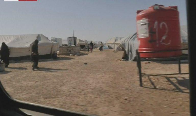 5 gra dhe 14 fëmijë shqiptarë riatdhesohen nga Siria, gazetari i NBC nxjerr foton
