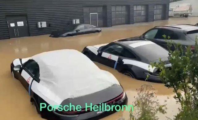 Përmbytjet e frikshme në Gjermani, si u zhytën në ujë qindra makina luksoze (Video)