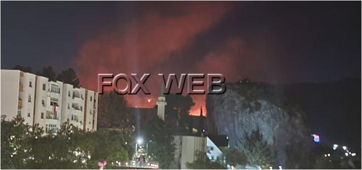LAJM I FUNDIT/ Ndërlikohet situata në Kutal të Përmetit, zjarri i afrohet tre banesave