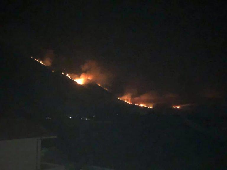 E FRIKSHME/ Zjarri në Karaburun merr përmasa ekstreme, rrezikon t'i prekë banesat e Dukatit Fushë, Administrata e Zonave të Mbrojtura: Banorët të jenë në gatishmëri