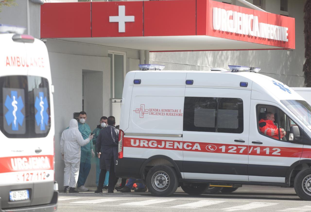 spitali-infektiv-covid-te-burgosur-ambulance-18.jpg