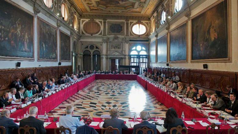 Komisioni-i-Venecias-foto-arkiv-780x439.jpg