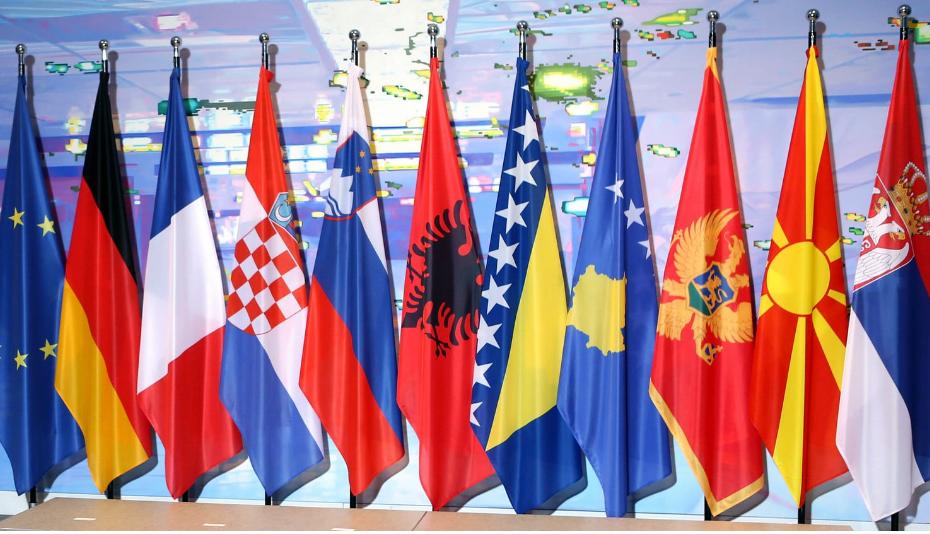 ballkani-flamuri.png