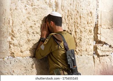golani-soldier-praying-wailing-wall-260nw-175655165.jpg